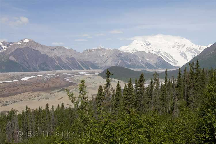 Mount Blackburn en de Root en Kennecott gletsjers in Alaska