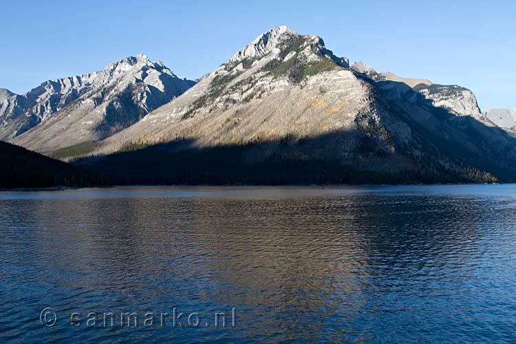 Mount Astley bij Lake Minnewanka bij Banff National Park