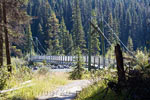 De hangbrug over de Kootenay River richting Dog Lake
