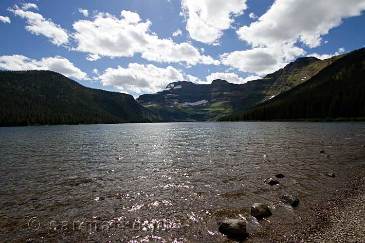 Een mooi uitzicht over Cameron Lake in Waterton Lakes National Park
