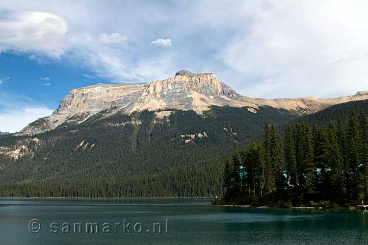 Wapta Mountain vanaf Emerald Lake in Yoho National Park