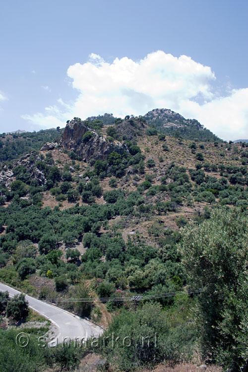 Uitzicht tijdens de wandeling door de sarakinaskloof op kreta in griekenland sarakinas kloof - Uitzicht op de tuinman ...