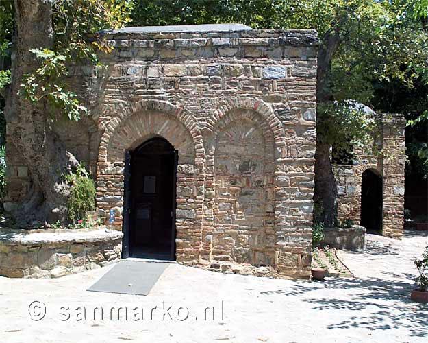 Huis van de maagd maria in turkije bij efeze turkije - Het huis van de cabriolet ...