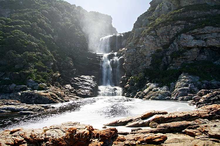 De Mooie Waterval Langs Het Otter Trail In Tsitsikamma